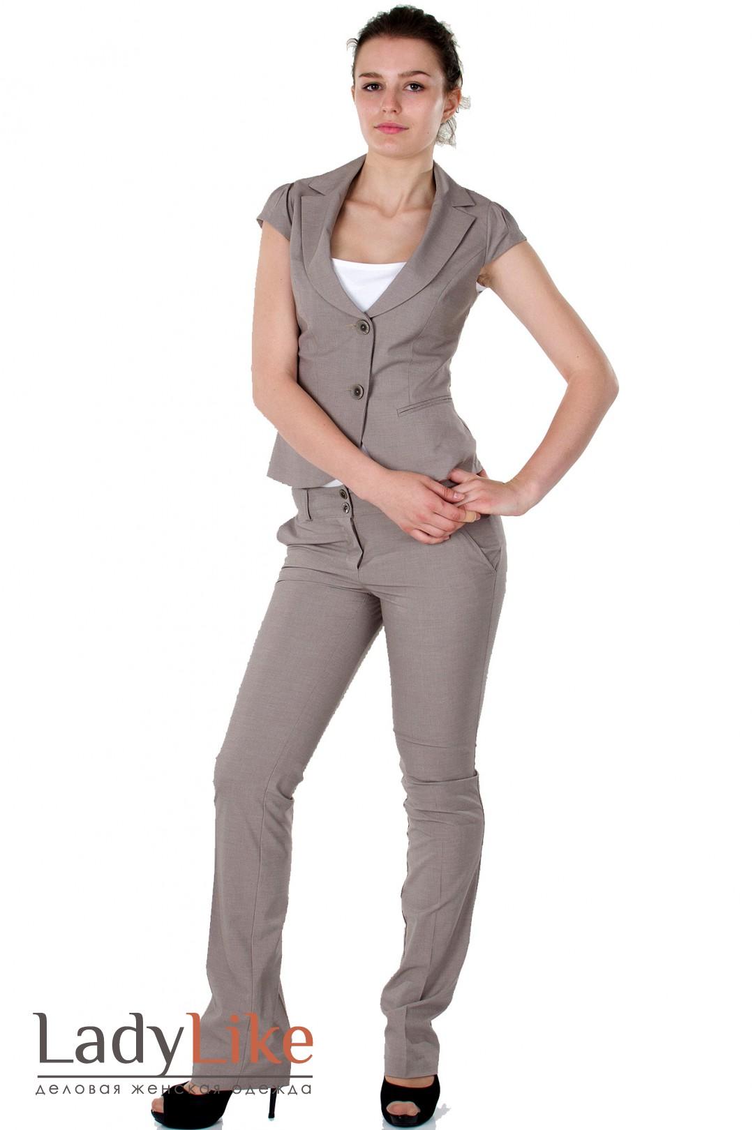 Бежевый брючный костюм женский