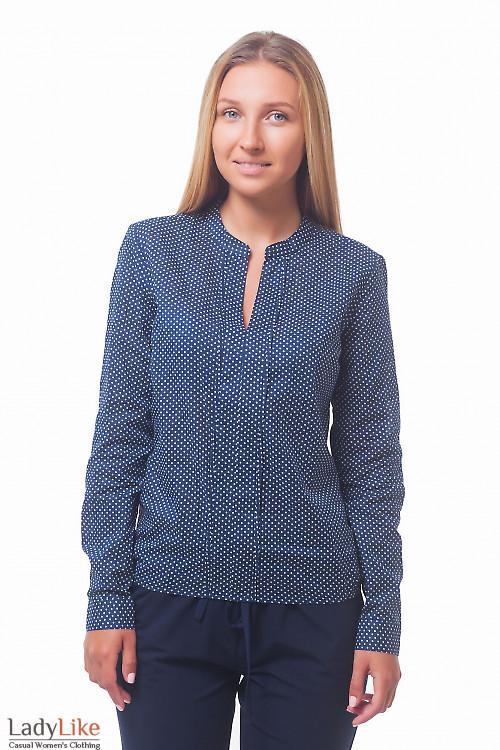 Темно-синяя блузка в горох с широкой планкой  Деловая женская одежда