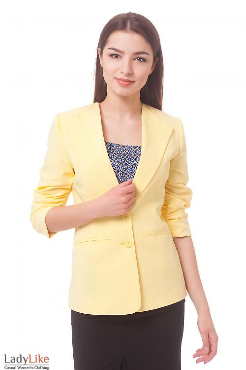 Жакет желтый удлиненный со сборкой на рукаве Деловая женская одежда
