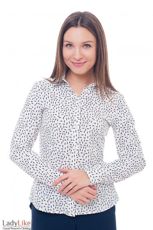 Молочная блуза в синие галочки Деловая женская одежда фото