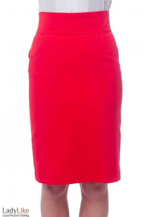 Юбка красная с карманами и высокой посадкой. Деловая женская одежда фото
