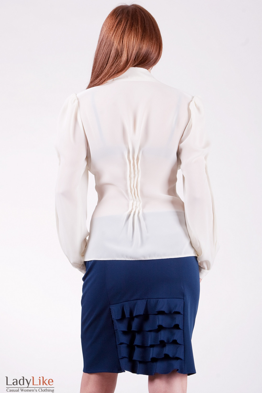 Блуза с воротником вид сзади Из тонкого шифона.