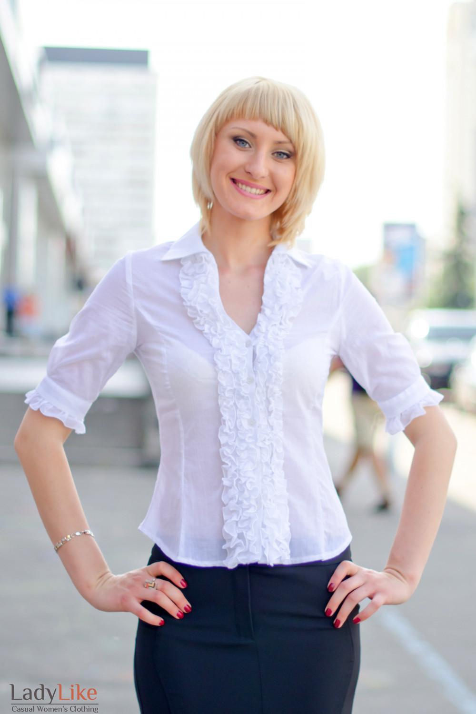 Блузка белая с рюшами Деловая женская одежда