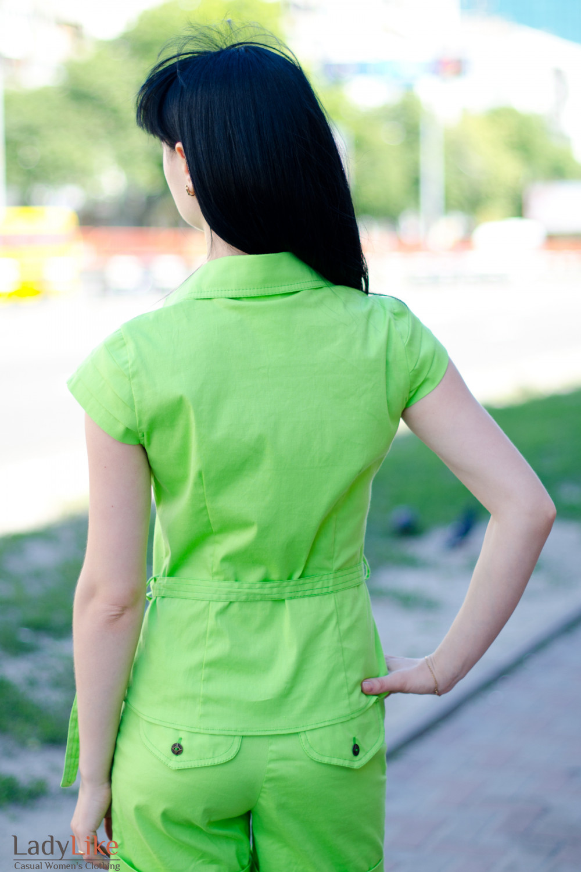 Блузка салатовая с поясом вид сзади Деловая женская одежда
