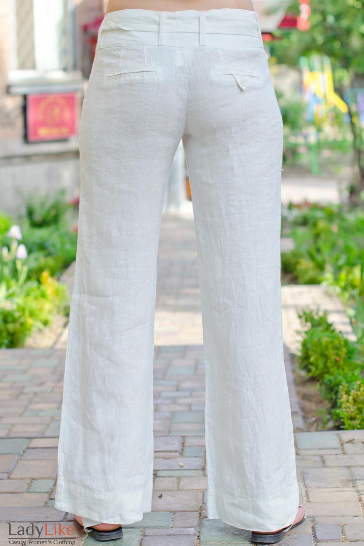Фото Брюки белые из льна Деловая женская одежда вид сзади