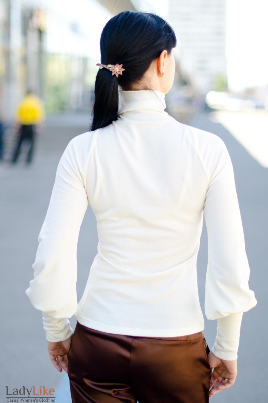 Гольф молочный вид сзади Деловая женская одежда