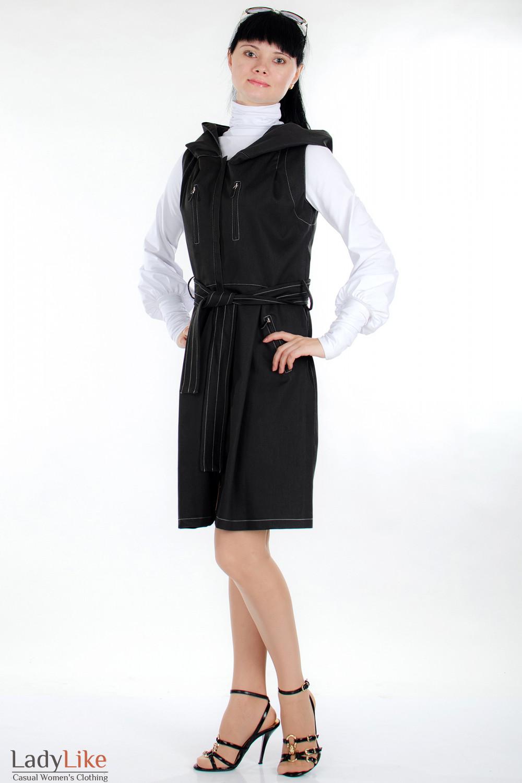 Плащ черный с капюшоном вид спереди Деловая женская одежда