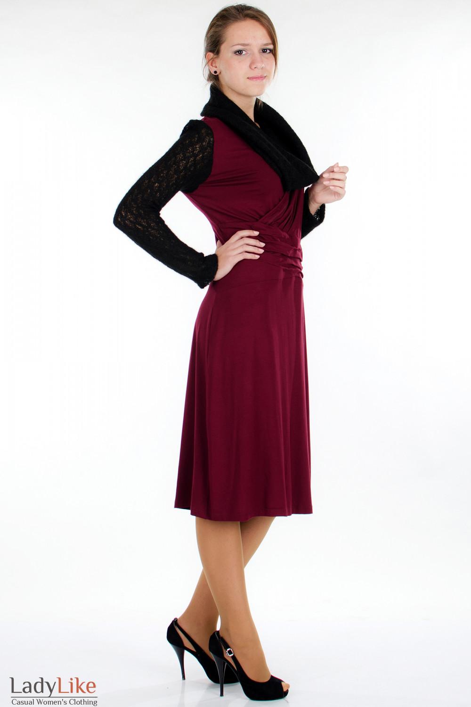 Платье бордо с вязаными рукавами сбоку Деловая женская одежда