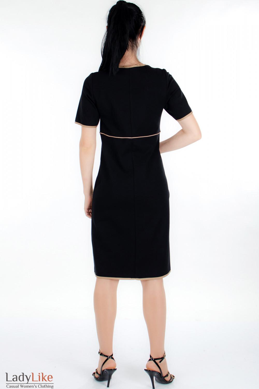 Средняя.  Оригинальное трикотажное черное платье.  Облегающий покрой.