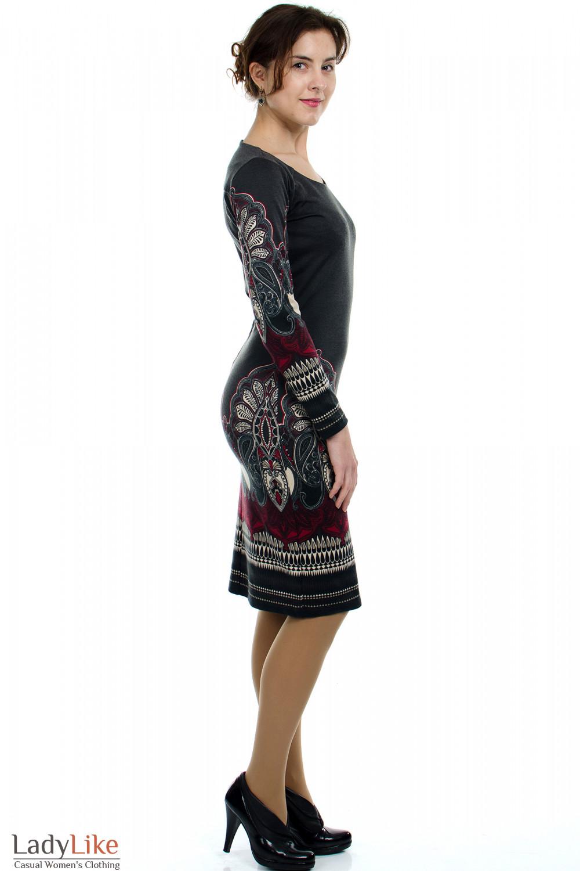 Платье серое с узором вид сбоку Деловая женская одежда