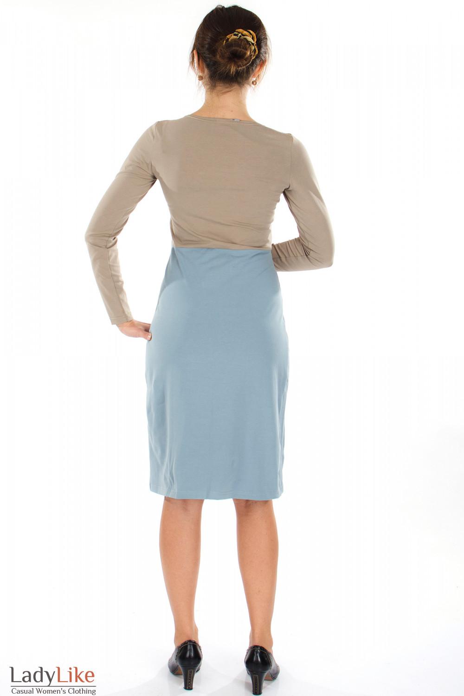 Платье трикотажное серо-коричневое вид сзади Деловая женская одежда