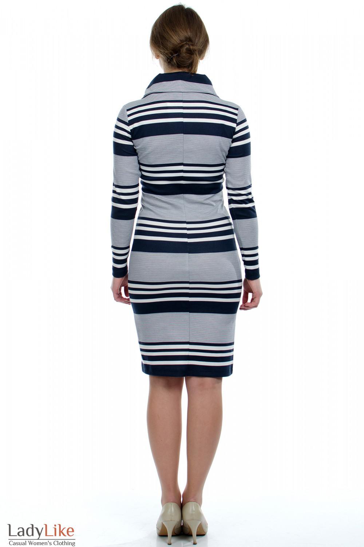 Средняя.  5. 1. Платье трикотажное в синюю полоску.  Облегающий покрой.