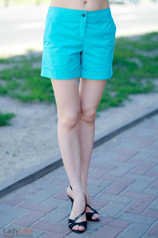 Шорты голубые вид спереди Деловая женская одежда