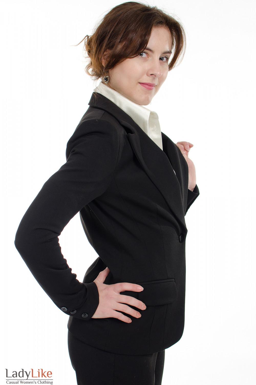 Жакет черный с одной пуговицей вид сбоку Деловая женская одежда