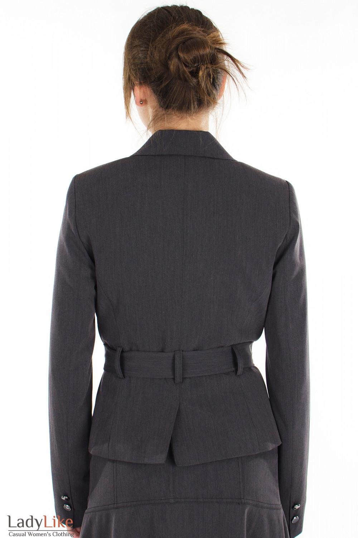Жакет серый с поясом вид сзади Деловая женская одежда