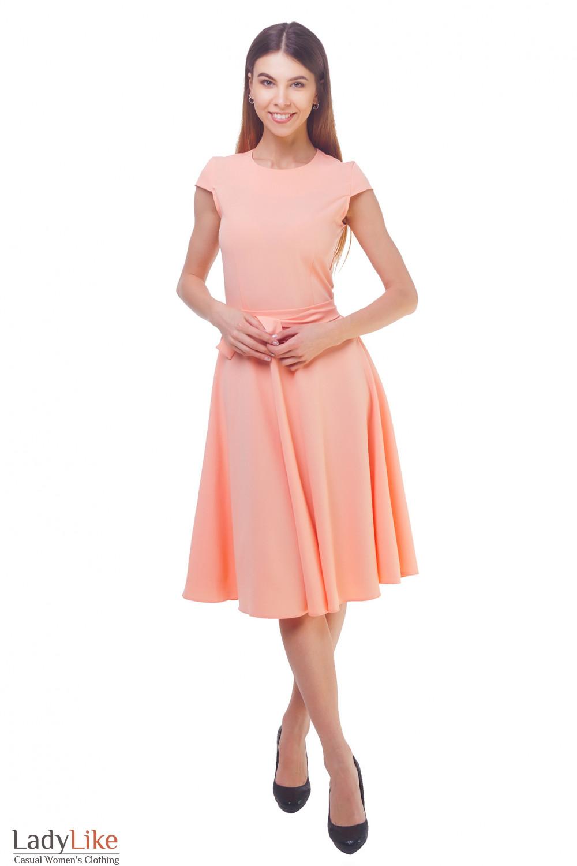 Купить персиковое платье с пышной юбкой миди Деловая женская одежда