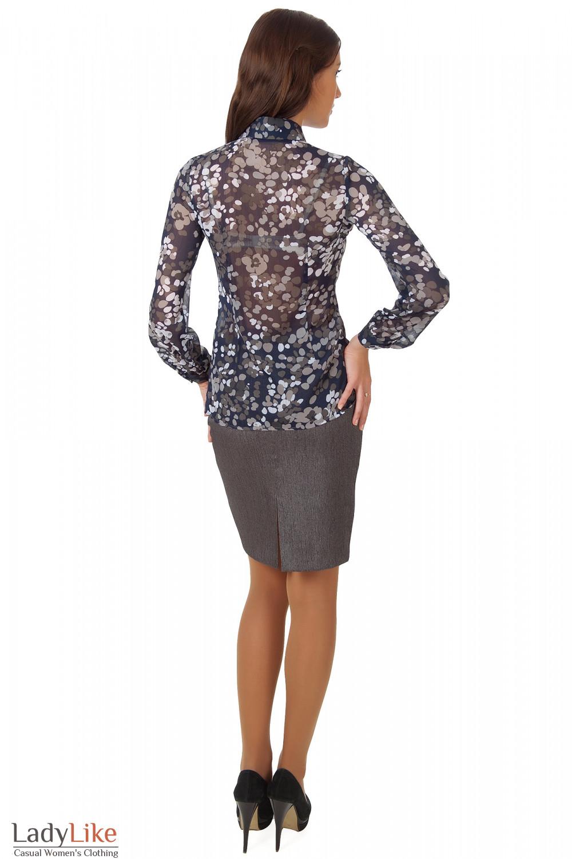 Фото Блузка темно-синяя с жабо в серые кружочки вид сзади Деловая женская одежда
