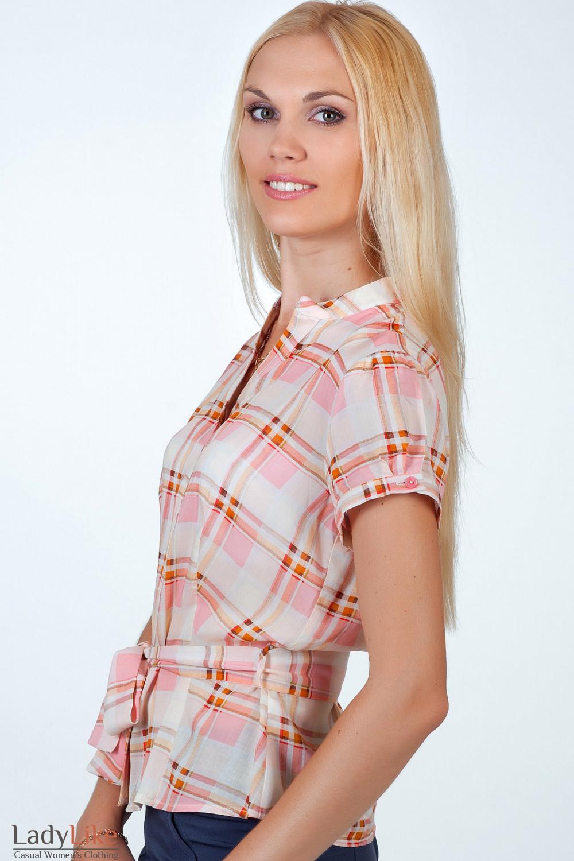 Фото Блузка в розово-оранжевую клетку вид сбоку Деловая женская одежда