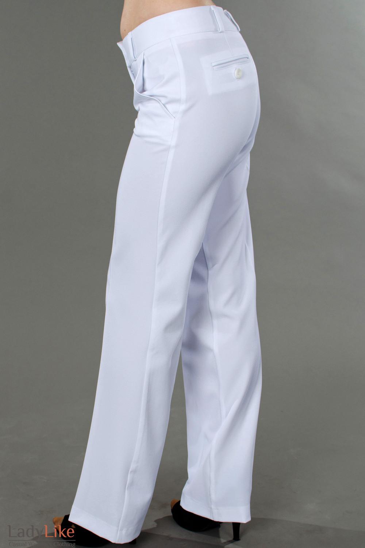 Фото Брюки белоснежные летние вид сбоку Деловая женская одежда