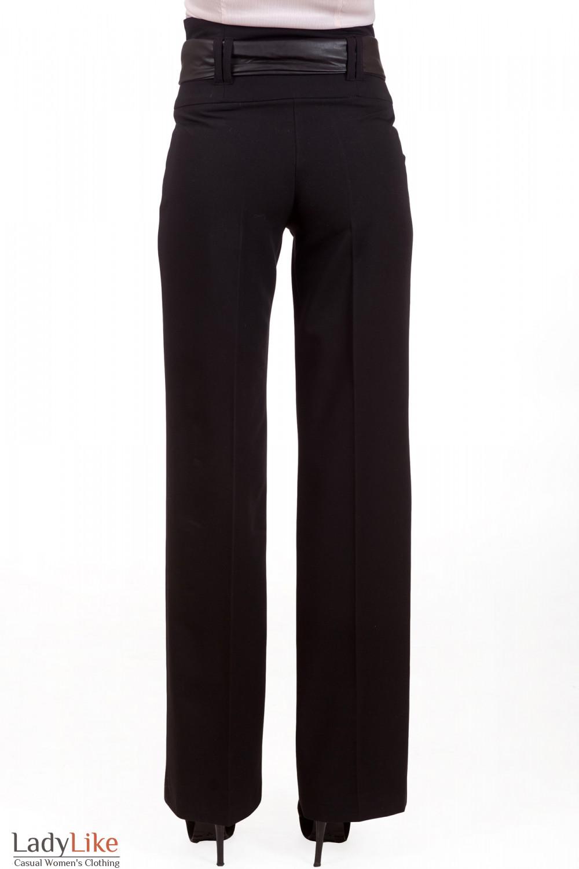 Фото Брюки черные с кожаным поясом Деловая женская одежда