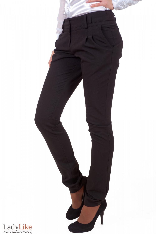 Фото  Брюки черные зауженные с двойным поясом вид сбоку женская одежда