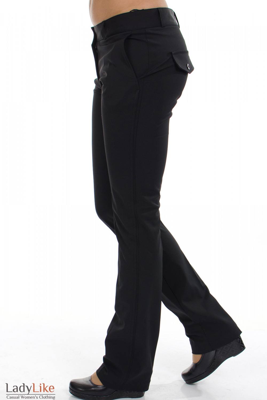 Классические черные брюки, зауженные к низу из плотной плащевой ткани.