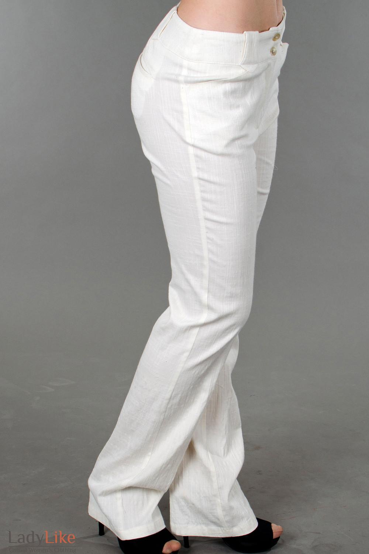 Фото Брюки молочные льняные вид справа Деловая женская одежда