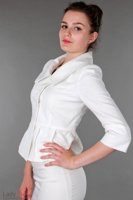 Фото Жакет белый с три четвертным рукавом  вид слева Деловая женская одежда