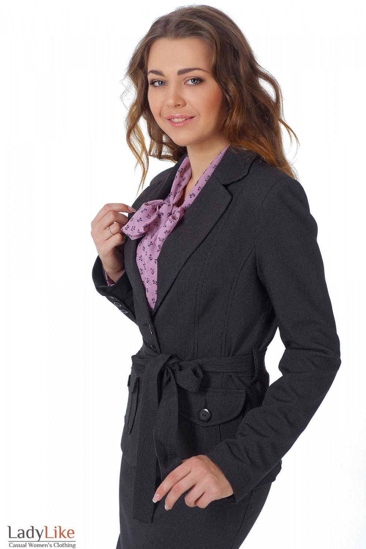 Фото Жакет черный с поясом в мелкую полоску вид сбоку Деловая женская одежда
