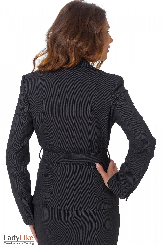 Фото  Жакет черный с поясом в мелкую полоску вид сзади Деловая женская одежда