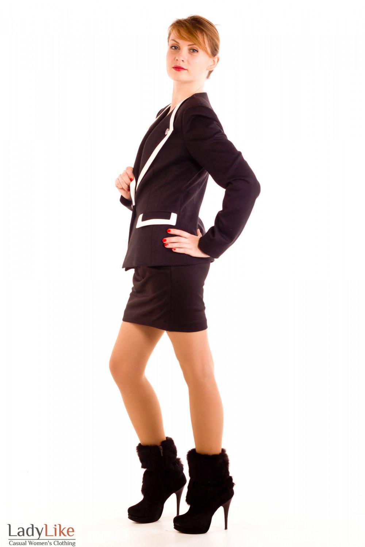 Фото Жакет черный трикотажный с белыми вставками.Вид сбокуДеловая женская одежда