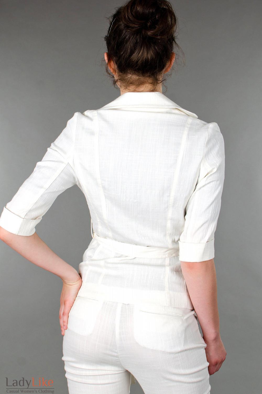 Фото Жакет льняной молочный с коротким рукавом вид сзади Деловая женская одежда