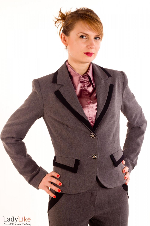 Фото Жакет темно-серый с черными вставками. Вид спереди Деловая женская одежда