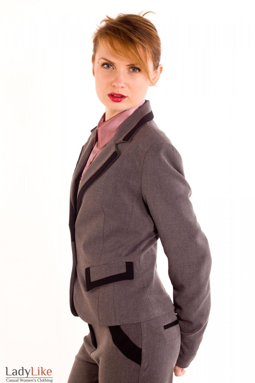 Фото Жакет темно-серый с черными вставками. Вид сбоку Деловая женская одежда