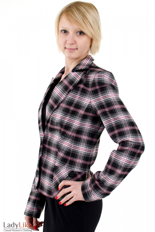 Фото Жакет в клетку с поясом. Вид сбоку. Деловая женская одежда