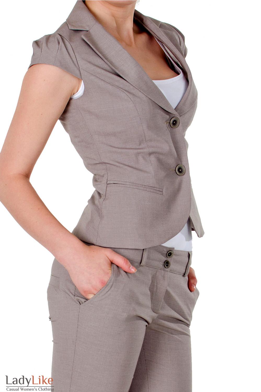 Фото Жилет в мелкую бежевую полоску вид сбоку Деловая женская одежда