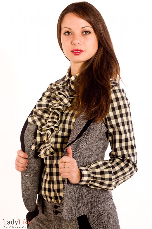 Фото Жилетка из черно-белого твида. Вид сбоку Деловая женская одежда