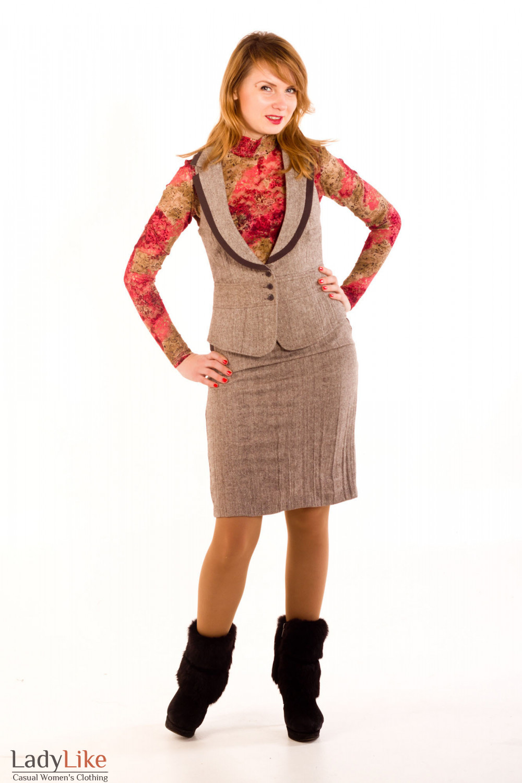 Фото Жилетка из коричневого твида. Вид спереди Деловая женская одежда