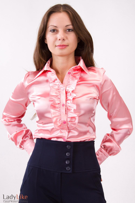 Фото Блузка атласная с рюшей розовая Деловая женская одежда