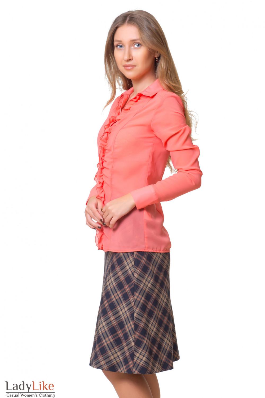 Купить коралловую блузку с рюшем Деловая женская одежда