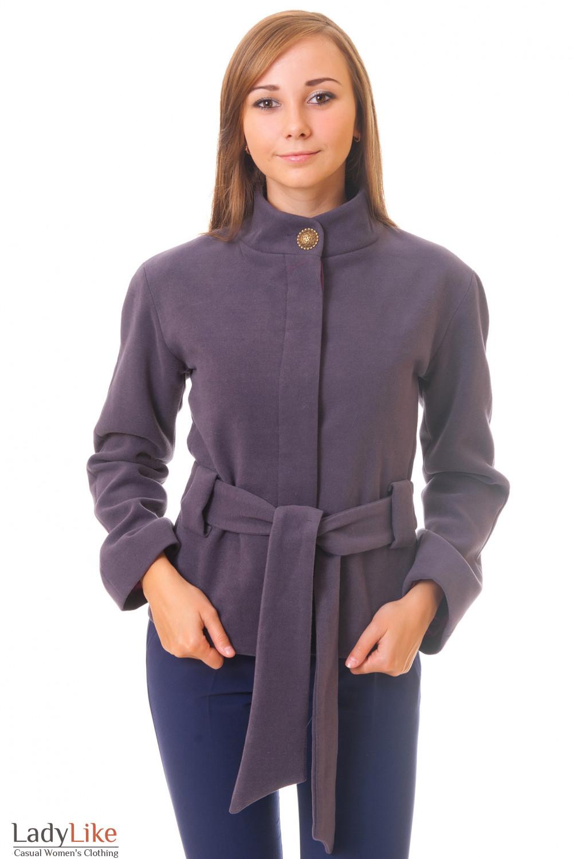 Пальто сиреневое короткое вид спереди
