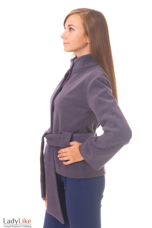 Пальто сиреневое короткое вид с боку
