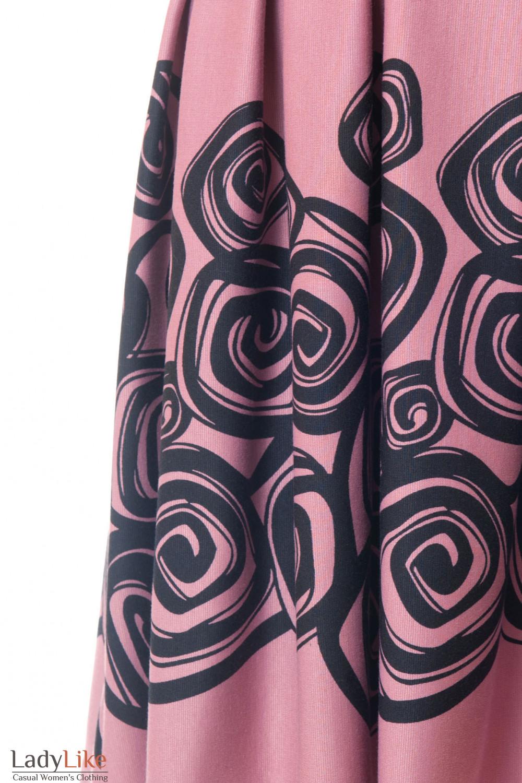 Рисунок на розовом платье Деловая женская одежда
