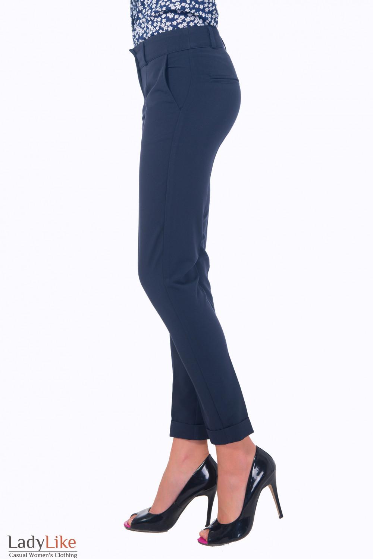 Купить синие зауженные брюки Деловая женская одежда