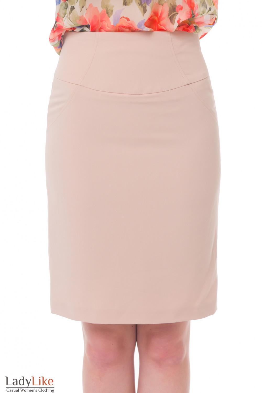 Бежевая юбка с рельефами на поясе Деловая женская одежда