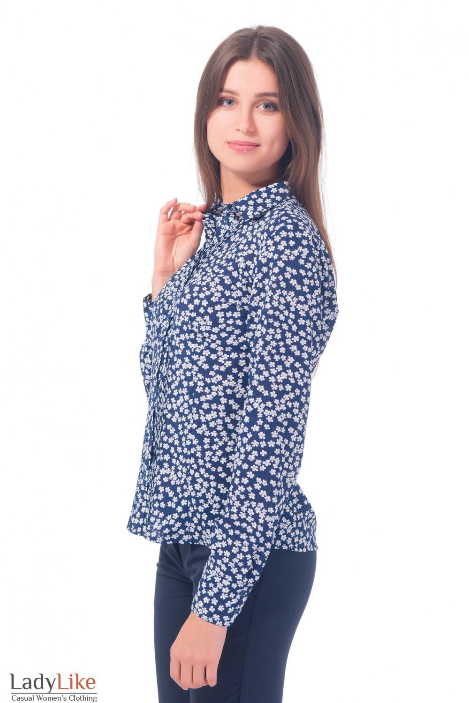 Купить синюю блузку с защипами в белую ромашку Деловая женская одежда