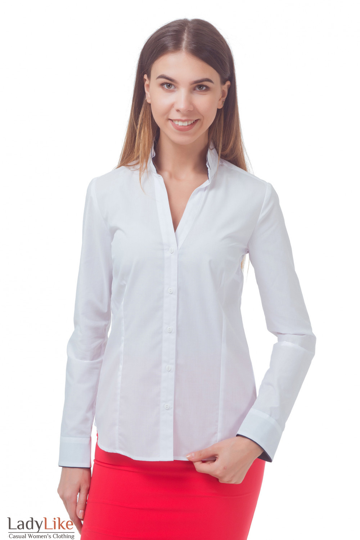 Белая блузка с синим кантом на воротнике Деловая женская одежда