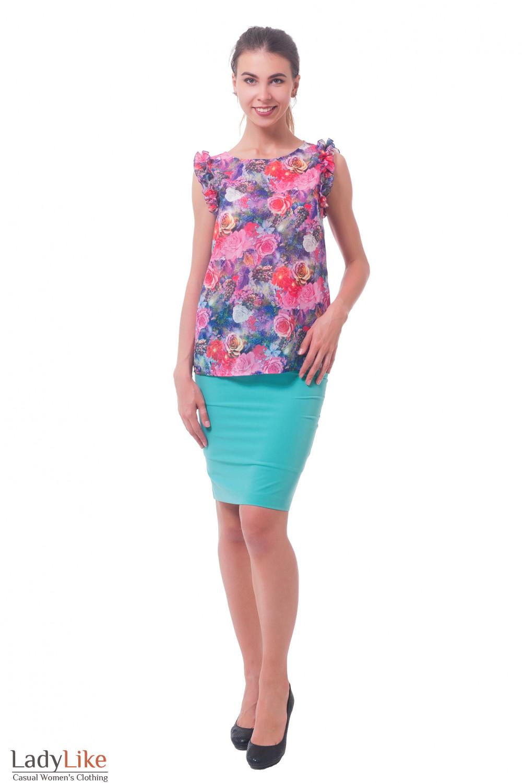 Купить яркую блузку в розы с рюшем на рукавах Деловая женская одежда