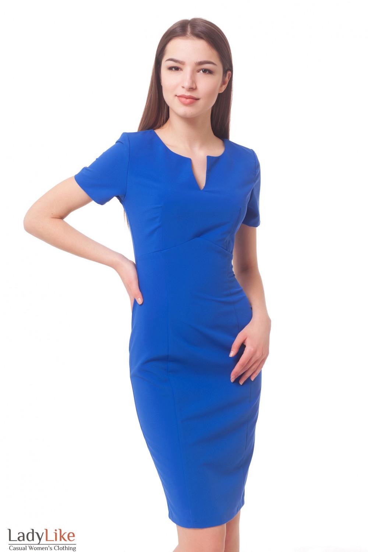 Платье с разрезом на груди и коротким рукавом Деловая женская одежда