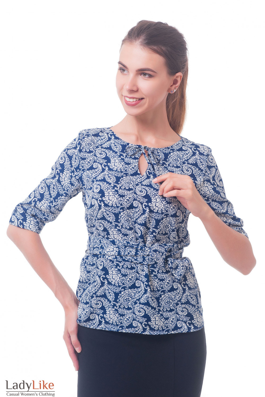 Синяя блузка в белые огурцы Деловая женская одежда